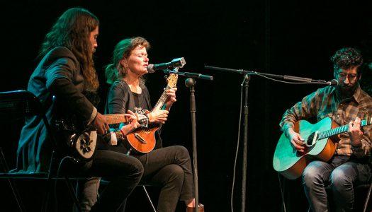 SYLVIE SIMMONS EN CHILE: la periodista más importante del rock